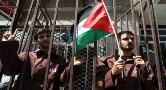 الاحتلال يحرم 900 طالب أسير ثانوية عامة من فرحة النتائج