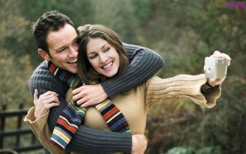 هل الإفراط في الرومانسية مع شريك حياتك يسبب الطلاق؟.. دراسة تجيب
