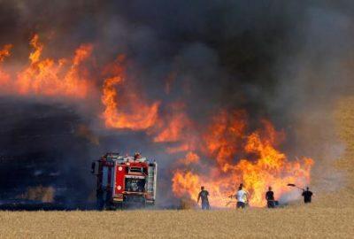 """27 حريقًا في """"غلاف غزة"""" بفعل بالونات حارقة"""