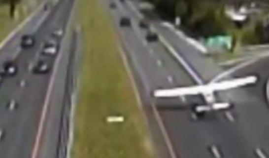 هبوط اضطراري لطائرة في طريق مزدحم بشيكاغو.. لهذا السبب !