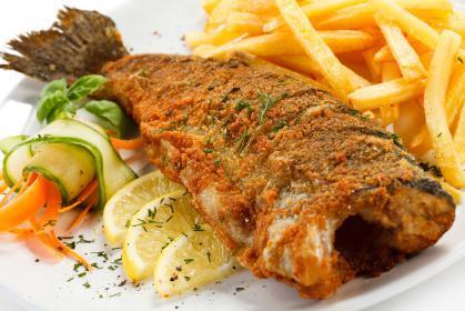 هل الأسماك المعلبة والمجمدة لها نفس القيمة الغذائية للطازجة؟