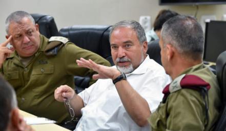 ليبرمان: قوة الرد الإسرائيلية تجاه حماس تاكلت ولا خيار الا الخروج الى حرب مؤلمة وصعبة