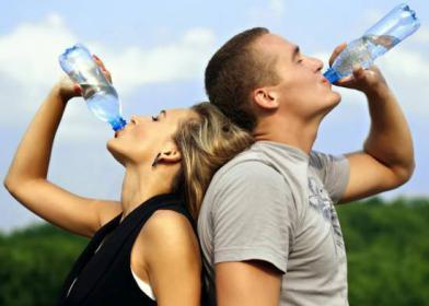 5 حقائق لا تعرفها عن زجاجات المياه المعبأة