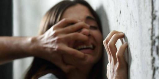 أوهمها جارها بتوصيلها وقام بإغتصابها..