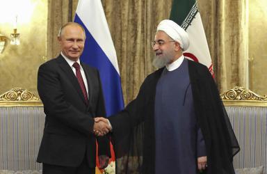 بعد لقائه نتنياهو بوتين يستقبل مبعوث خامنئي في موسكو