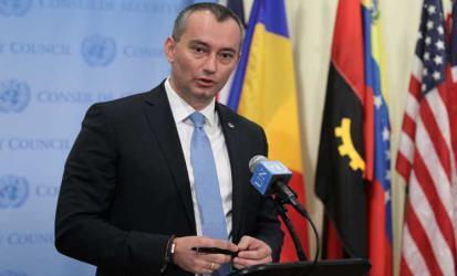 ملادينوف يدعو لوقف إطلاق الطائرات الورقية الحارقة من غزة