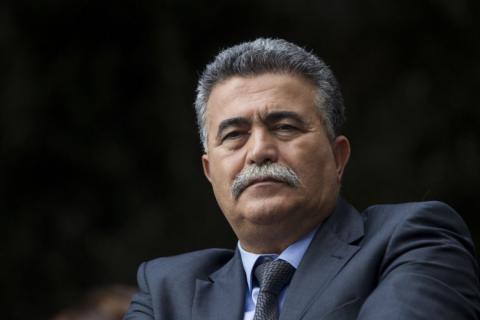 بيرتس: الأموال القطرية لا تضمن لنا الهدوء وقادة حماس يديرون نتنياهو