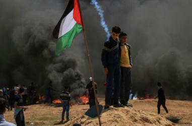 شهيد وعشرات الإصابات بالرصاص والاختناق بمواجهات شرق قطاع غزة