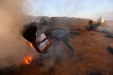 الاحتلال يستهدف دراجة نارية على الحدود وسط قطاع غزة