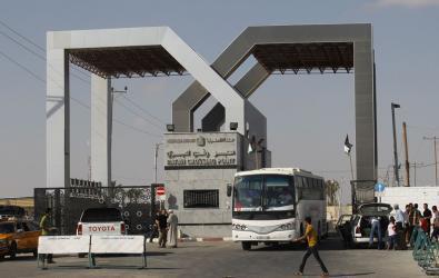 معبر رفح: السلطات المصرية تعيد حافلة المسافرين الوحيدة