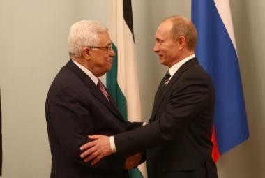 خلال زيارته لموسكو.. محيسن: الرئيس عباس سيناقش ملفات هامة مع بوتين