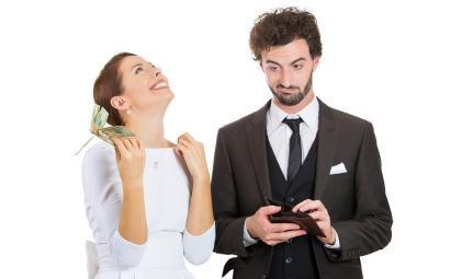 إذا تصرف حبيبك بهذه الطُرق الـ8.. لا تتزوجيه!