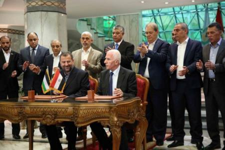 المونيتور: إسرائيل متحمسة لإتمام المصالحة بين فتح وحماس لهذا السبب !
