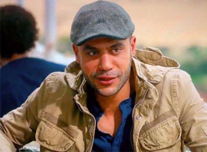 عادل إمام غاضب من إبنه بعد أن صفع ممثلاً آخر