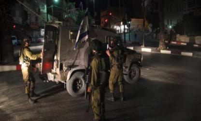 الاحتلال يعتقل 16 مواطنا ويصادر أمولا في الضفة