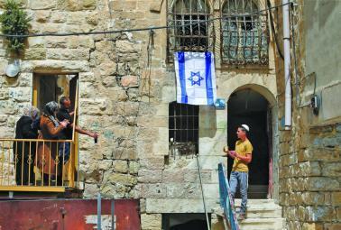 إسرائيل تشن حرباً على الوجود الأجنبي في فلسطين