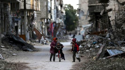 النظام السوري يقصف ريف درعا وتأجيل إجلاء مقاتلي المعارضة