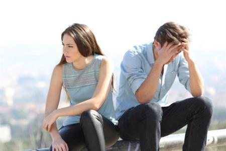 6 طرق لانتشال الشريك من الاكتئاب