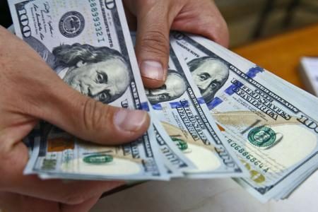 """""""المركزي العراقي"""" يحظر التعامل مع المصارف الإيرانية بالدولار"""