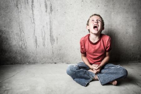احذر ضرب الطفل على وجهه حتى لو للمزاح.. يسبب 5 أضرار خطيرة
