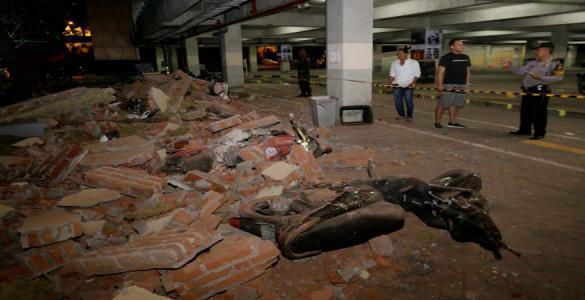 فيديو يرصد لحظة وقوع زلزال إندونيسيا القوي بأكثر من موقع