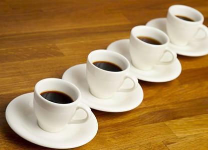 دراسة: عدد فناجين القهوة يؤثر على أنماط النوم مدى الحياة