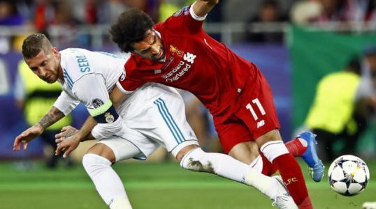 مدرب ليفربول يجدد هجومه على راموس بسبب صلاح