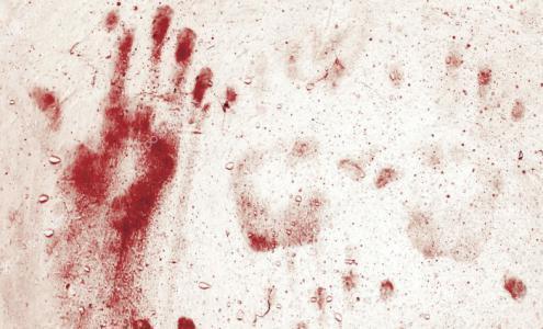 قتلت زوجها بمساعدة عشيقها خلال نومه.. طبعت الدماء على الحائط بيديها