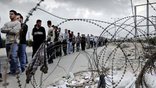 مسؤول إسرائيلي يطالب بالسماح لسكان غزة بالعمل في إسرائيل