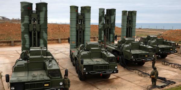 واشنطن تهدد بمعاقبة أي دولة تشتري إس-400 الروسية