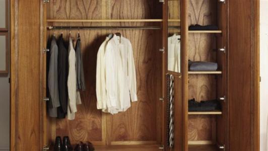 حبس عشيق زوجته في خزانة الملابس.. لإثبات الخيانة!