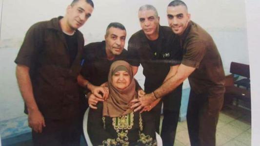 """الاحتلال يأخد قياسات منزل """"خنساء فلسطين"""" تمهيداً لهدمه في مخيم الأمعري"""