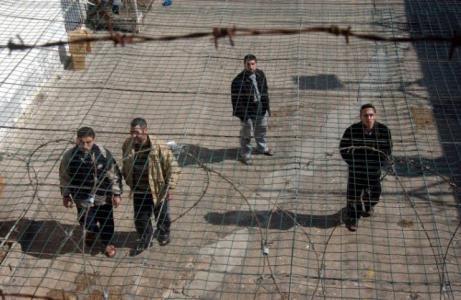 قوات القمع تقتحم قسم 3 في سجن جلبوع وتعتدي على الأسرى