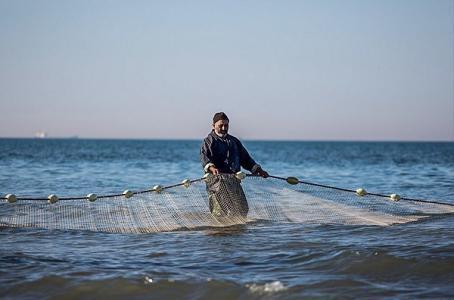 الاحتلال يعتقل 5 صيادين ويصادر مراكبهم ببحر بيت لاهيا