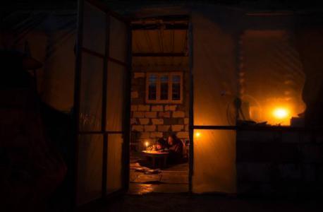 موقع عبري يكشف خطوة إسرائيلية قادمة لتحسين ساعات الكهرباء بغزة