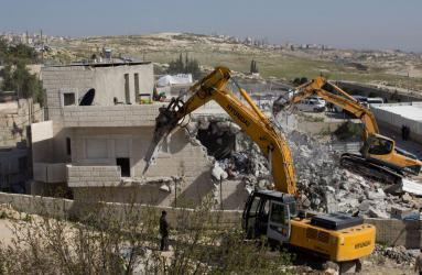 32 منشأة هدمها الاحتلال بالضفة والداخل خلال تموز