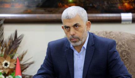 ضابط إسرائيلي: السنوار هو من يتحكم بالتصعيد والتسوية في غزة