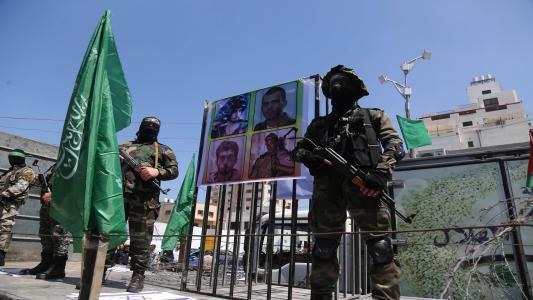 """يديعوت تكشف تفاصيل في عملية أسر الضابط لدى حماس """"هدار غولدن"""""""