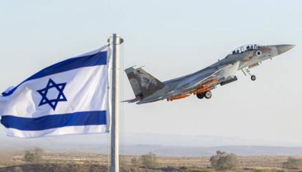 طائرات الاحتلال تستهدف مواطنين وسط وشمال القطاع