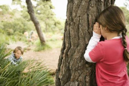 مراهق يغتصب طفلتين لمدة تسعة أشهر أثناء اللعب سوياً !