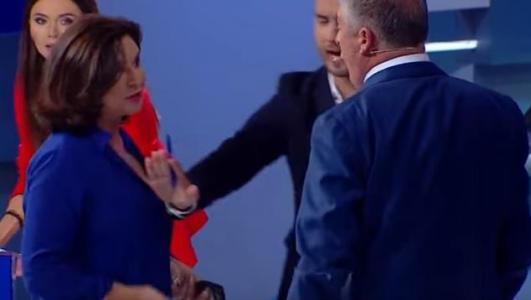 نائبة برلمانية تصفع وزيرا أوكرانيا (فيديو)