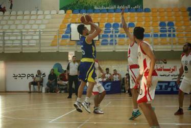 شباب البريج يتغلب على غزة الرياضي في دوري السلة