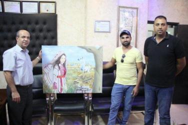 """الفنان مراد عيسى يفوز بالميدالية الذهبية في """"تجمع فنانون حول العالم"""""""