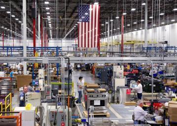 كيف تهوي الرسوم الجمركية بالنمو الاقتصادي الأمريكي؟