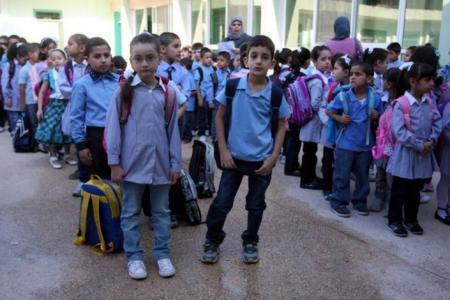 لماذا تمنع الاونروا 45 طالب من الالتحاق بمدارسها في دير البلح