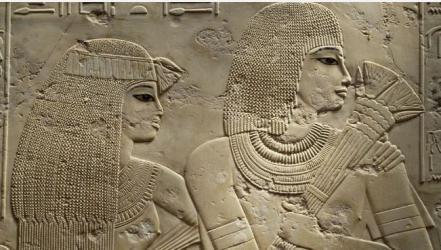كيف أبرزت فنون التجميل سحر وجاذبية المرأة المصرية القديمة؟