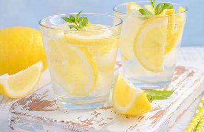 شرب عصير الليمون على الريق يبطئ الشيخوخة