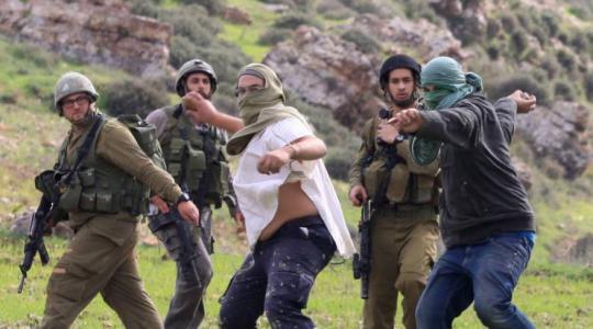 عائلة فلسطينية تنجو من موت مُحقّق بعد هجومٍ للمستوطنين جنوب نابلس