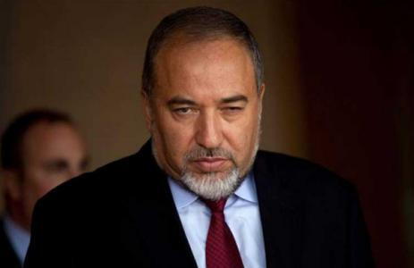 ليبرمان مهاجما غالانت حول قطاع غزة : أنت بحاجة لنظارات وجهاز سمع