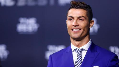 رونالدو يلفت الأنظار بساعة من الألماس بـ 28 مليون جنيه (صور)